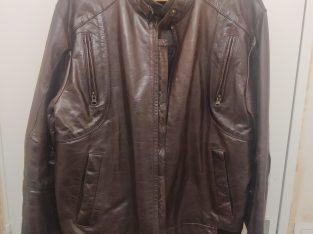 Veste en cuir très bon état Taille : L