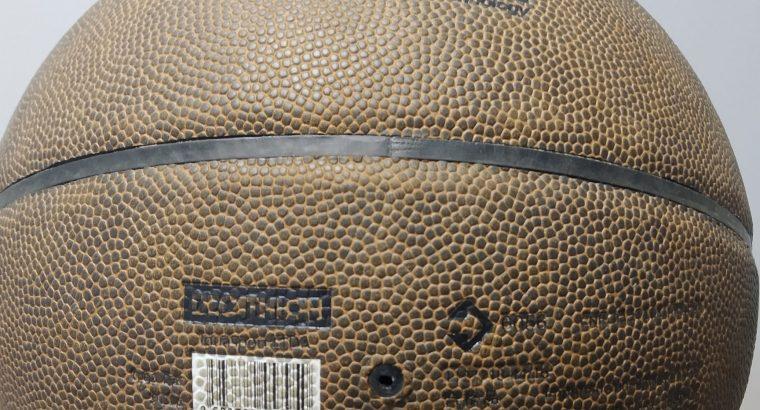 Ballon de basket-ball neuf