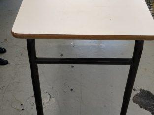 Tables style école